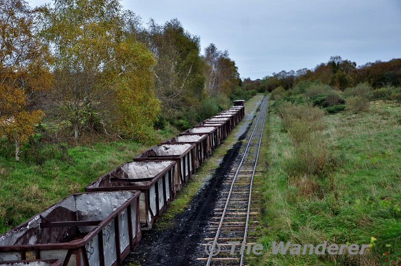 LM409 heads away from Shannonbridge with an empty peat train for loading. Fri 11.10.19