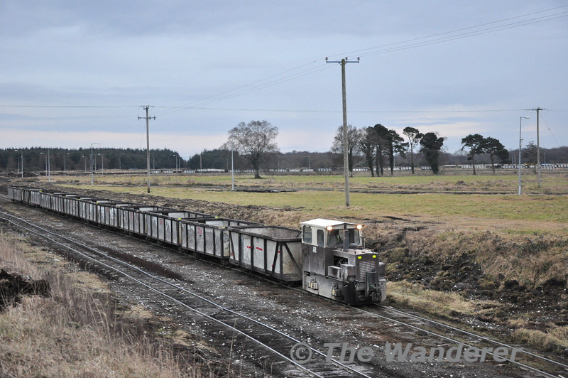 LM422 hauling the 2nd train of empties. Sat 20.02.10