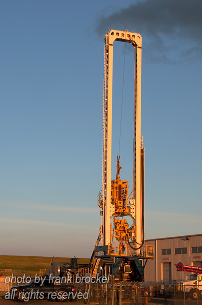 A hydraulic top drive rig designed for shallow oil and gas drilling.