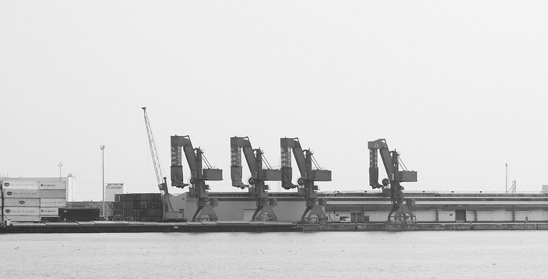 Bananentobogans (cranes for unloading banana crates from ships) in the port of Antwerp.