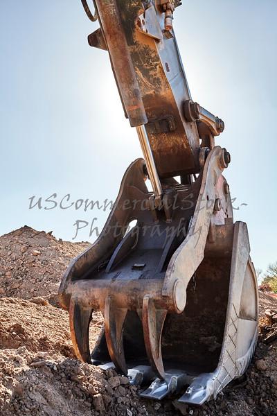 Construction heavy equipment excavator thumb grappler bucket