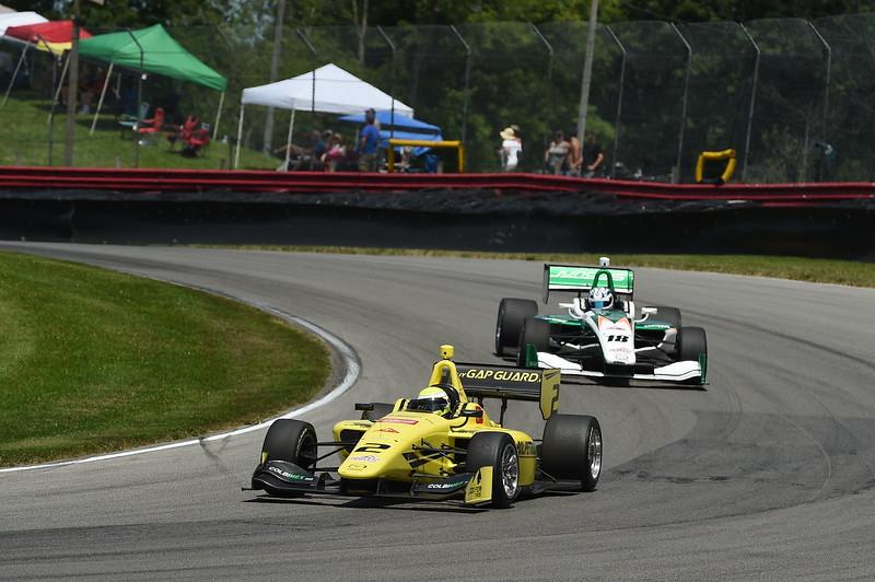 Piedrahita y Kaiser protagonizaron una escena clave para el campeonato (FOTO: Chris Owens/IMS Photo/Road to Indy)