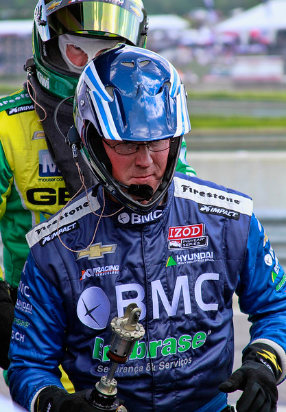 KV Racing Technology IndyCar Kanaan and Barrichello Team Members Address Problem with Rear End of Kanaan Car at Barber