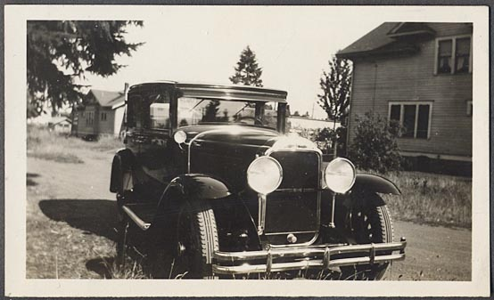 Circa 1929 photo of 29 Buick sedan w/2 bar bumpers