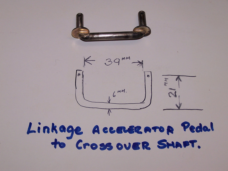 29-44X - Linkage - Acclerator Pedal to Crossover shaft on export models.  (Courtesy Vaughn Gunthorpe)
