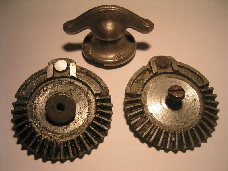 Closed car - windsheild raising gears / handle