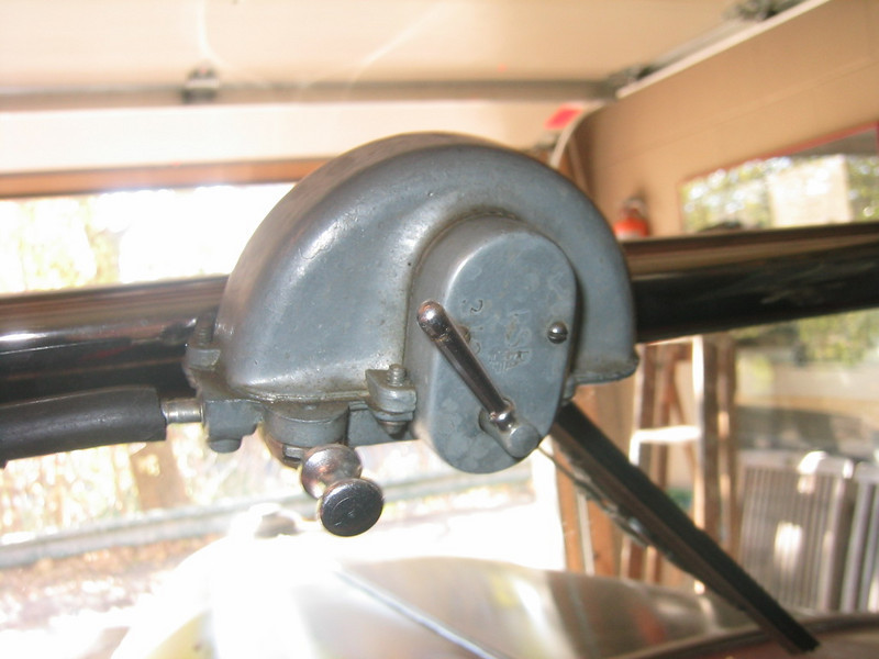 Windshield wiper (vacuum) - roadster (Note:  original did NOT have pull on/off switch at lower left).