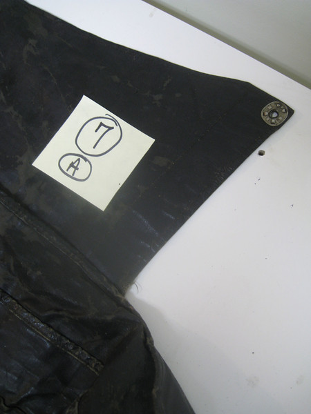 29-44:  Top / Boot cover - from outside (right side). Front of car is at bottom.