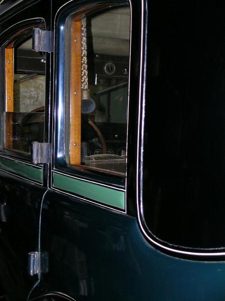 29-57 - Interior (note: pull)