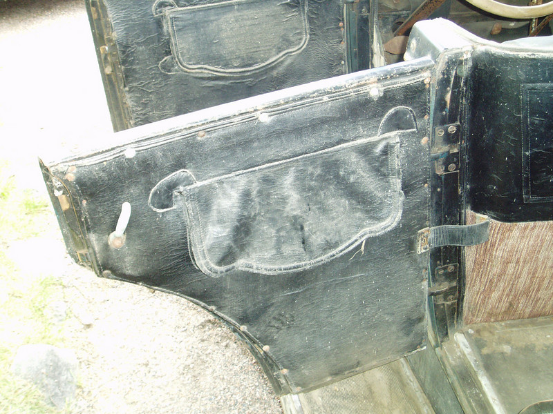 25 - Finnish Car - Front and rear drivers side door pockets