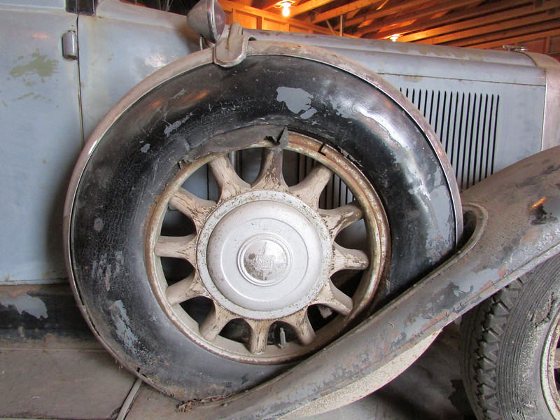 29-51 Canadian McLaughlin Buick with metal side mount covers