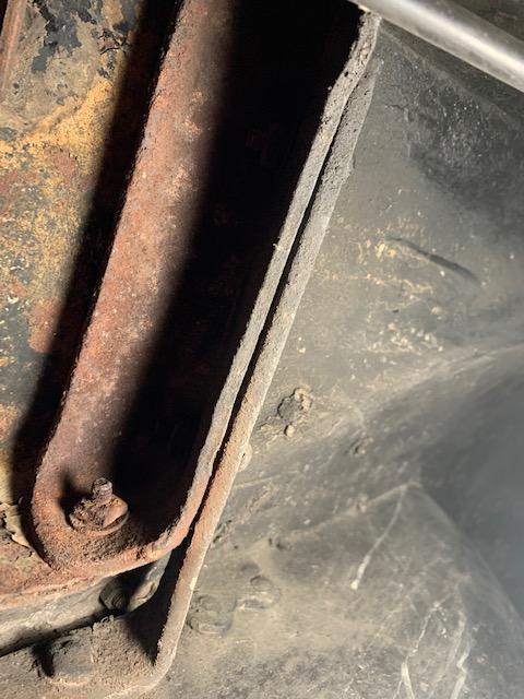 Bracket under Sidemount rod foot