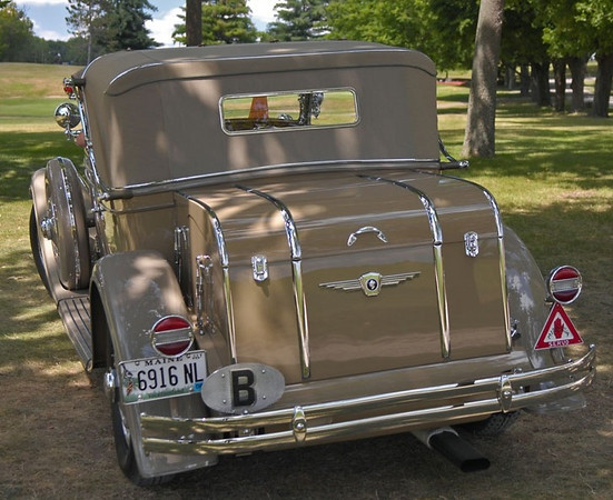1930 Minerva (made in Belgium from 1909 - 1934) used a tail-light very similar to the 1929 Buick's
