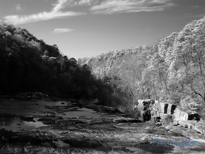 Infrared High Falls Park in DeKalb County Alabama   taken with an R72 filter
