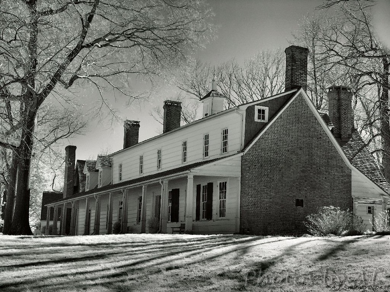 Sotterley Plantation (Maryland) - Manor House<br /> (Begun between 1710 and 1717)<br /> Rare example of post-in-ground architecture<br /> - Infrared Photo -