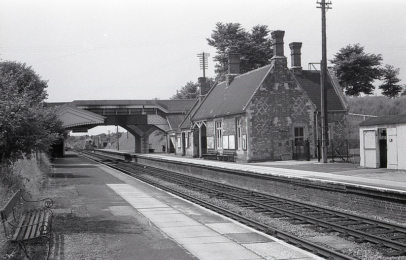August 1965:  The GWR station at Savernake.  The Marlborough Branch was closed but the  bay platform was still there  the other side of the bridge.