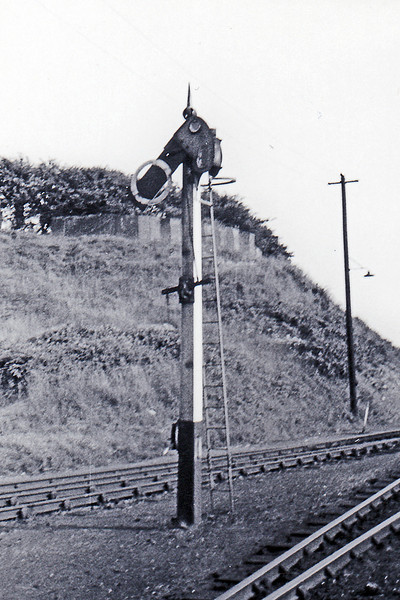 The starter signal from the shed at Weymouth. This was opperated by the hand lever on the side of the post but I think that it was permanently set to 'Off'