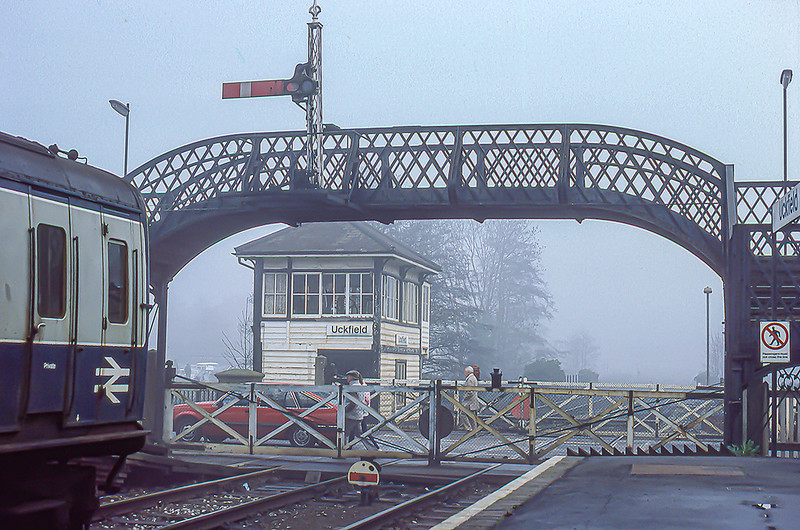 14th Nov 1986:  Uckfield signal box, level crossing and foot bridge.  The line from Ashurst  had originally gone to Lewes but now Uckfield was the end of the line.  Later  a platform was built the oter side of the road and the crossing was removed.. The signal box survives theough but not in railway use.
