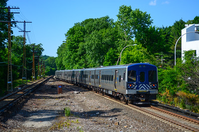 Northbound M7s leave White Plains