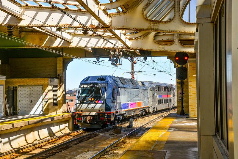 Raritan Valley Line train entering track 5 at Newark Penn