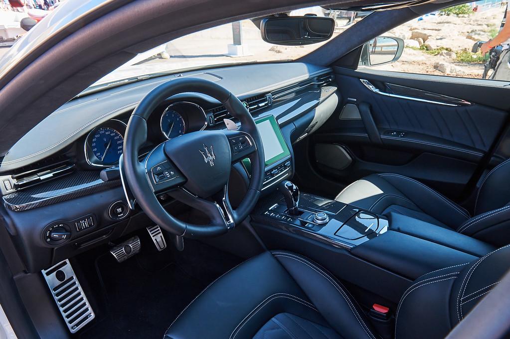 Maserati's forslag til en bil at spænde foran bådtraileren