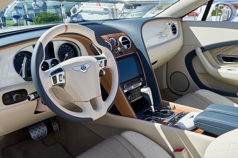 En Bentley GT cabriolet vil sikkert vække en vis opsigt i de hjemlige havne...