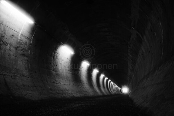 Within Tunnel I (Passage)