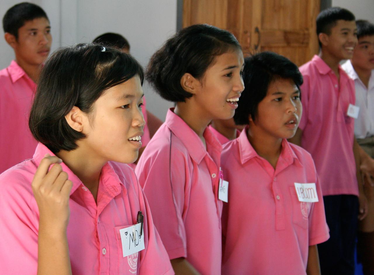 Ninth grade English students in Pah Leurat