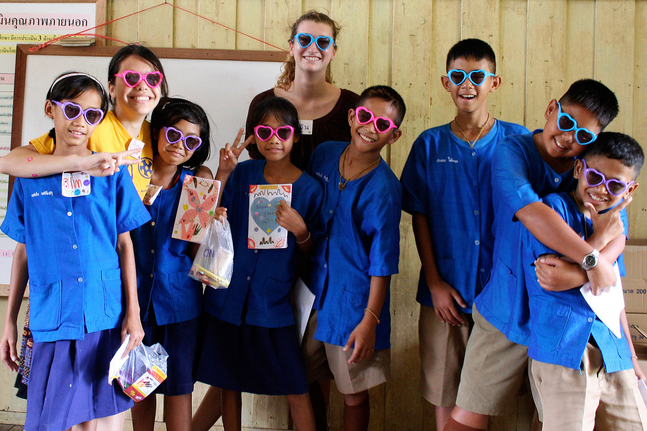 Benyapa and Evelyn with sixth grade class at Pak Huay Chalong School