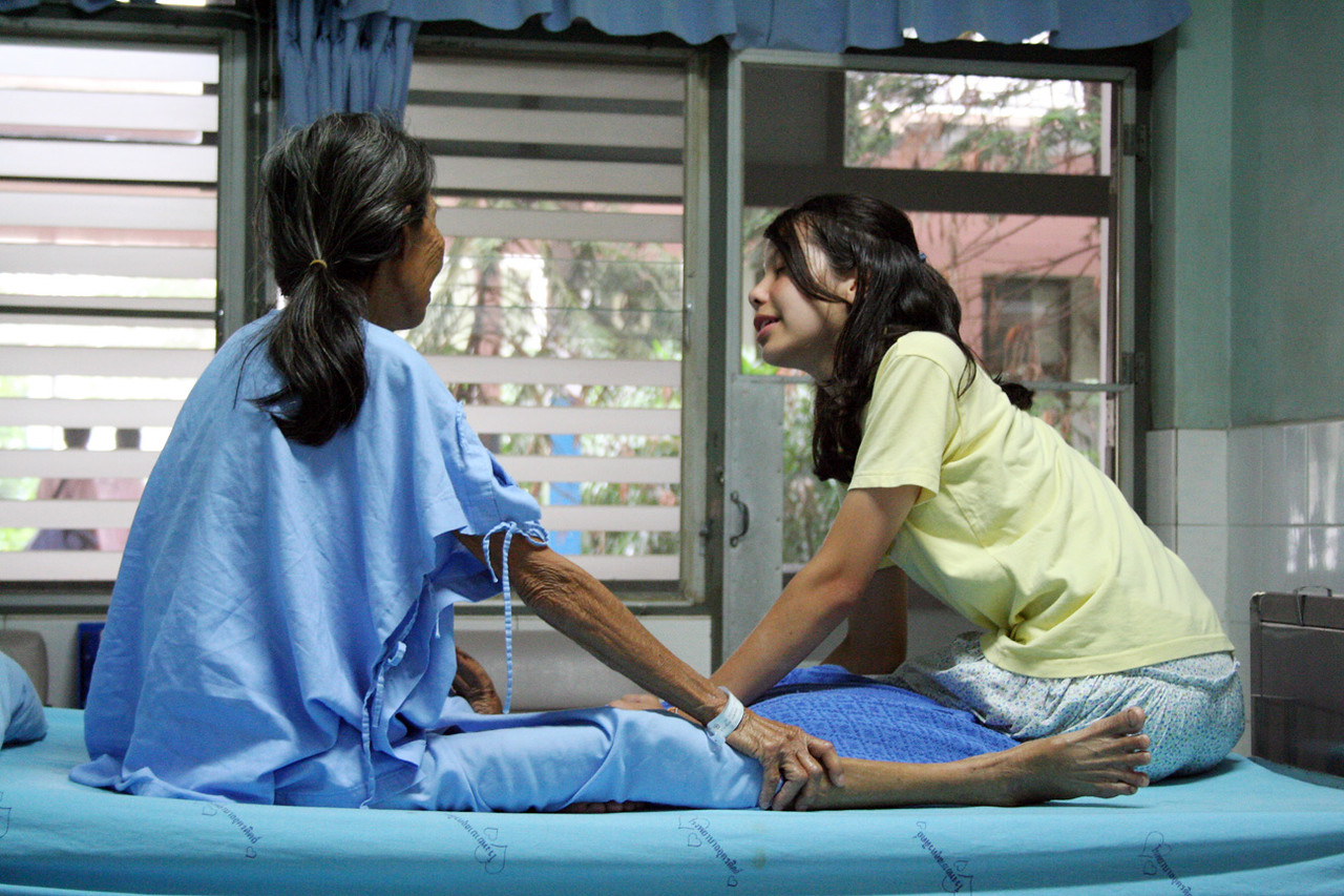 Benyapa with her grandmother, Yie, in Uttaradit hospital