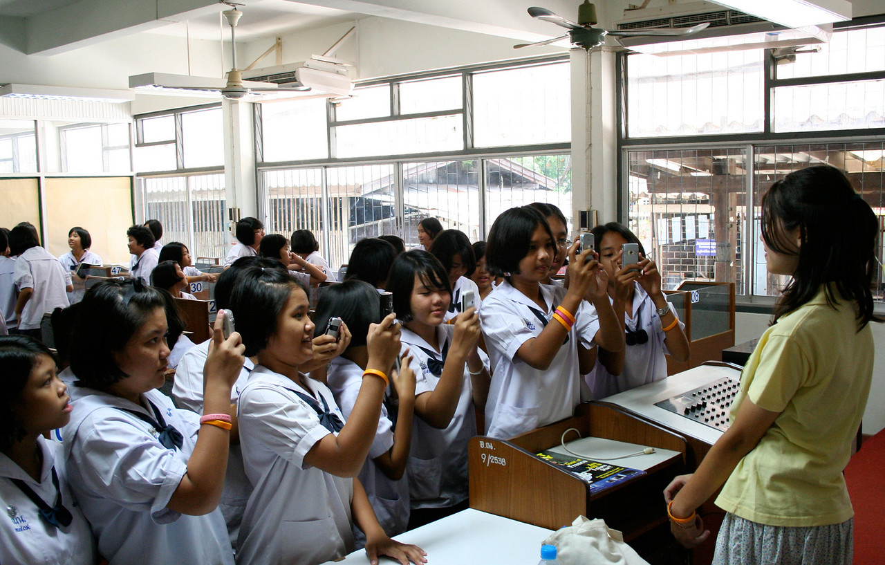 Benyapa with paparazzi at Uttaradit Darunie School