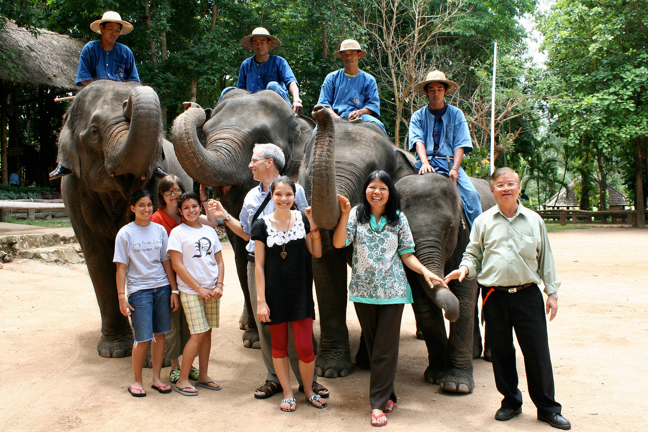 006_Group_ellies_Monoonsak_6x9_300