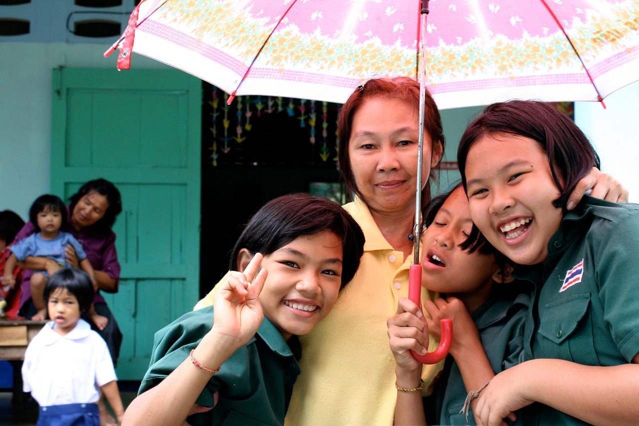 009_PHC_Noi_girls_umbrella_6x9_300