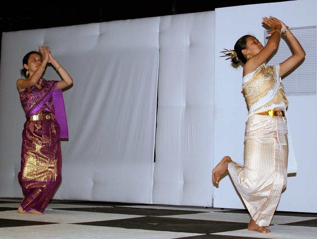 Thai dancers at SBMS