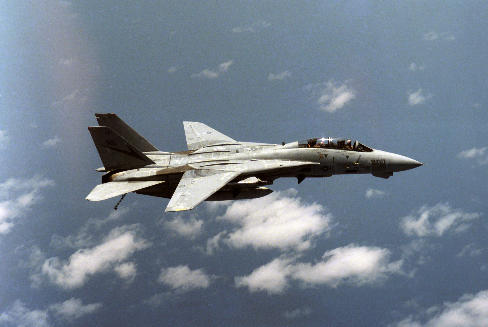 F-14A_VF-24_right_side_view_with_AIM-7s_