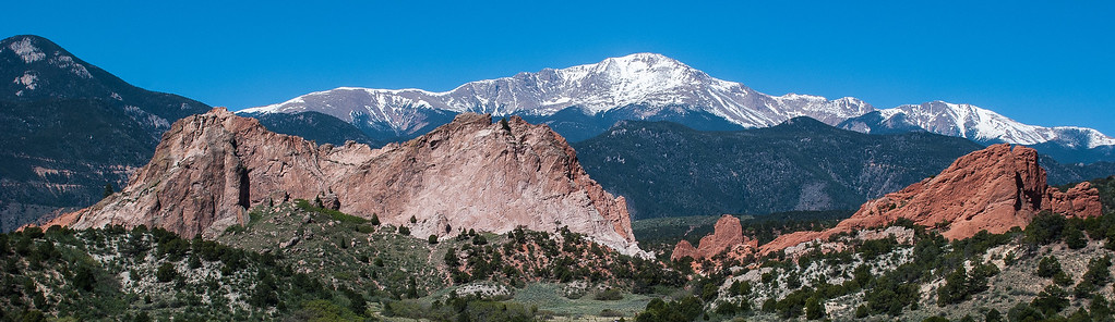 Pikes Peak and Garden of the Gods  View from Garden of the Gods Visitor and Nature Center  Colorado