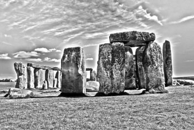 Stonehenge      The largest stones weigh more than 40 tons.  Known as sarsens, they come from the Marlborough Downs in north Wiltshire, 19 miles to the north.