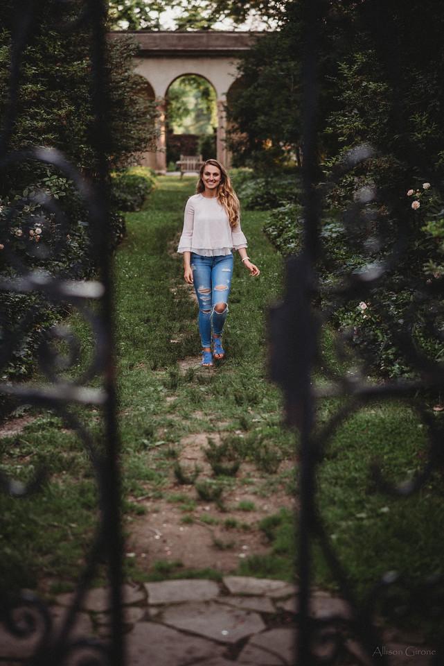 20180607_NIK2720 maria gibraltar walking gate