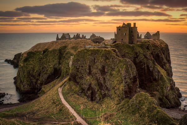 Dunnottar castle at Dawn