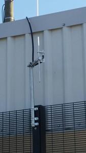 UHF link antenna