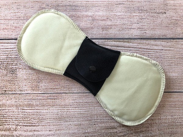 """ONE 9.5"""" Ultimate Contoured Reusable Cloth Pad for Regular Flow"""