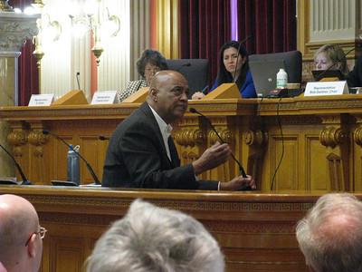 Former state Senator Ed Jones speaking in opposition to the bill.