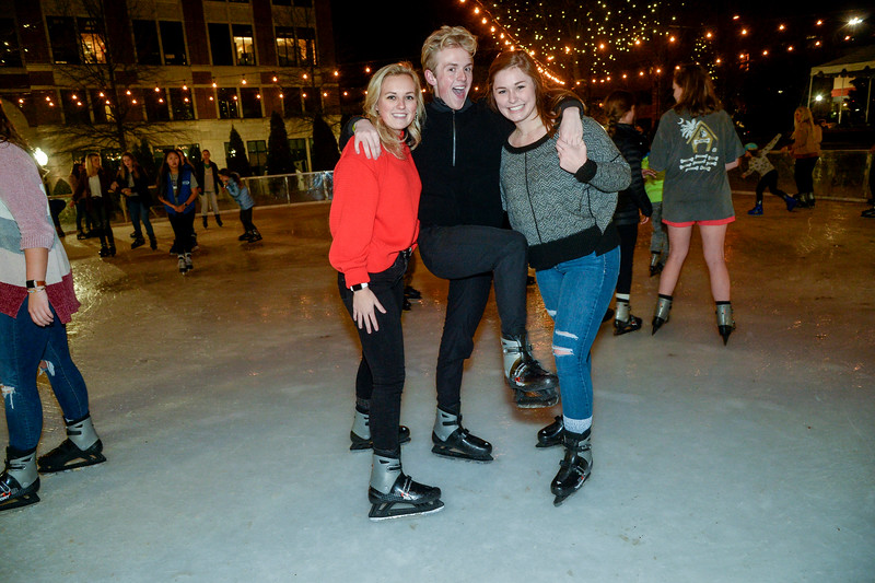 SkatingOnTheSquare2019-2