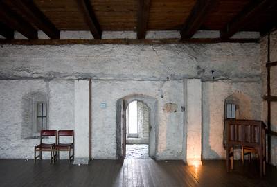 kloostri siseruumid.