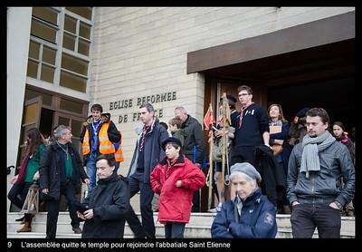 L'assemblée quitte le temple pour rejoindre l'abbatiale Saint Etienne