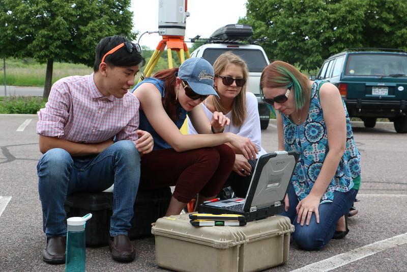 Geo-Launchpad 2015 interns analyze a TLS scan. (Photo/Benjamin Gross, UNAVCO)