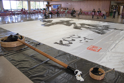 2017 International Education Week at Kapiolani Community College. Communication through Calligraphy. Japanese calligraphy artist Koki Takehara performs the dynamic, powerful, and beautiful art of Japanese calligraphy with his 40 pound calligraphy brush (made from natural materials like horse hair).