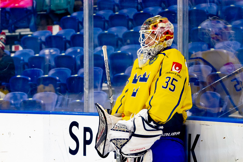 November 10, 2018 - Saskatoon, SK - Team Sweden and Team Finland played for the Bronze medal at the Four Nations Cup. Team Finland won the game with a final score of 4-2. Team Sweden goalie Maria Omberg during pre-game skate.