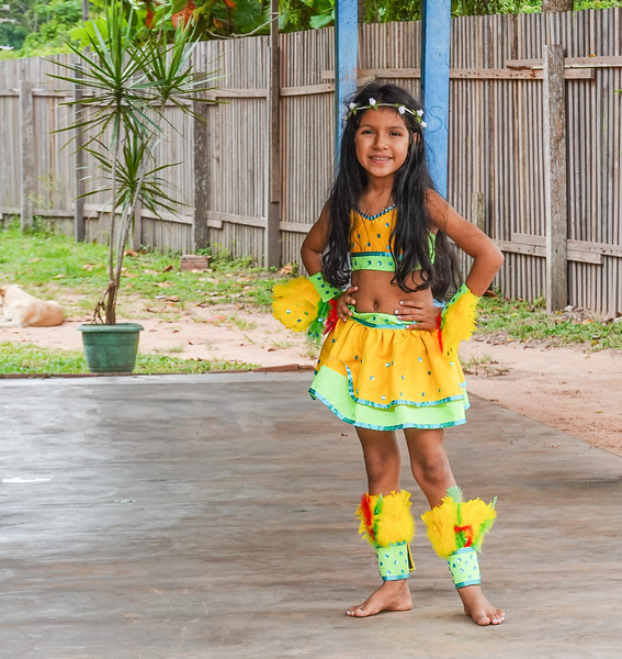 We visited a producing Amazon rubber and flour farm. The farmer's grand daughter greeted and danced for us on our arrival at his farm.