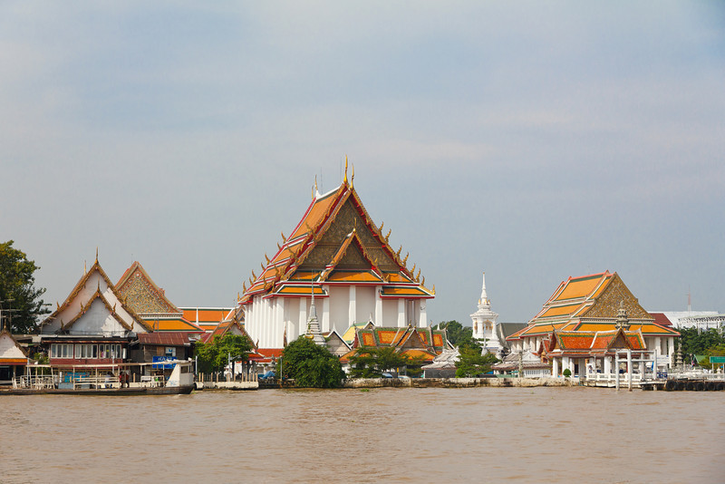 Wat Kamayanamit on the Chao Phyara River
